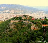 Vista panorámica del castillo y las murallas