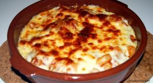 Cazuela de langostinos, verduras y queso