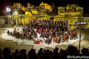 Inauguración del Festival Internacional de Izmir en el teatro romano de Éfeso