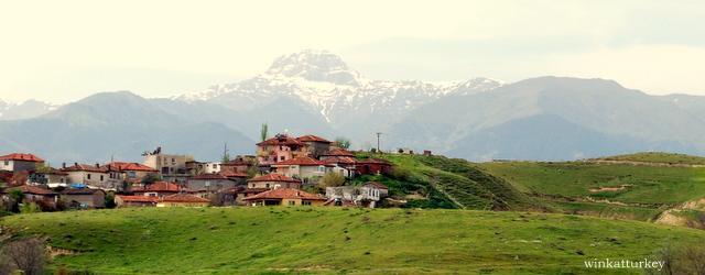 En Turquía como veís hay montañas en las que nieva durante el invierno y en las que uno puede practicar esquí o snowboard si le apetece.