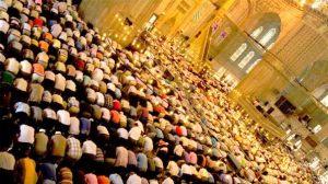 rezo en la mezquita
