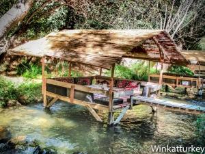 Restaurante sobre el río
